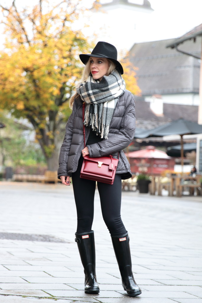 gray-puffer-coat-with-plaid-blanket-scarf-how-to-wear-a-blanket-scarf-black-plaid-blanket-scarf-black-hunter-boots-and-leggings-hunter-boots-outfit-with-plaid-scarf