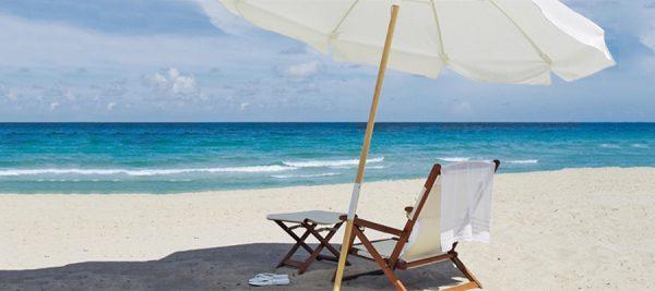 Kaj ne sme manjkati v torbi za na plažo?